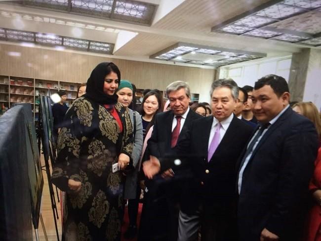 Во время открытия выставки в городе Бишкек