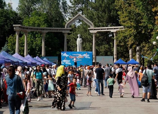 Мероприятие состоялось в парке Чынгыза Айтматова, возле памятника Курманжан Датки