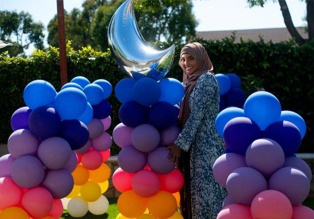 Любна Дадабхой к празднику запустила на YouTube канал Ramadan Craft Channel где показывает идеи украшения дома (США)