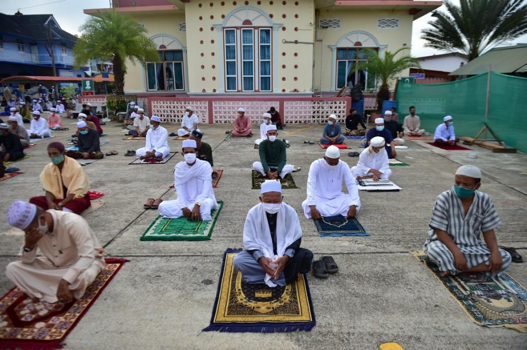 Праздничная молитва на территории мечети Якания в южной провинции Таиланда Наратхиват