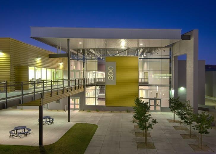 Здание Fairfax High School в Фениксе (Аризона) / Источник: MIIM Designs