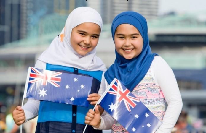 В честь Национального Дня в Австралии на билборде вывесили фото девочек-мусульманок в платках