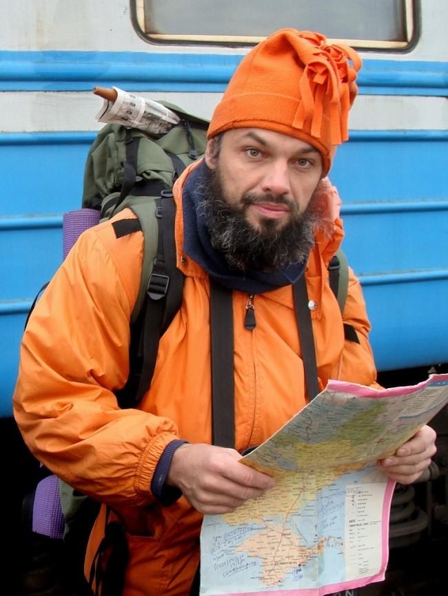 Антон Кротов при посещении новой страны, обязательно обводит ее у себя на карте.